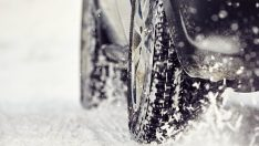 Artık özel otomobiller de kış lastiği takacak!