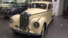 Klasik Otomobiller Sergisi Süzer Plaza'da açıldı