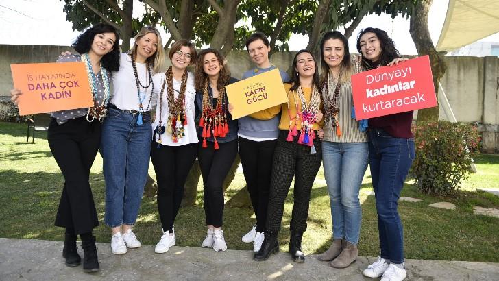 Doğuş Otomotiv kız öğrencilere kariyer planlamalarında destek oluyor
