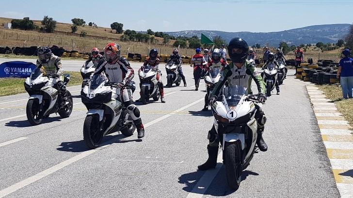 Dünya pistlerine motosiklet yarışçıları yetiştiriyor