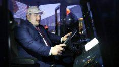 Türkiye'den bir yerli araç daha! Bakan bizzat inceledi