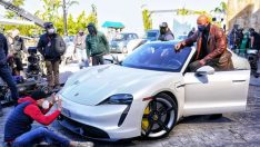 Dwayne Johnson, Porsche Taycan'a Sığmadı